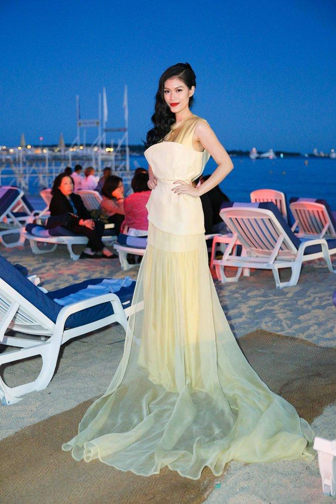 Ngọc Thanh Tâm gây chú ý khi làm MC song ngữ tại LHP phim Cannes 2017 - Ảnh 5.