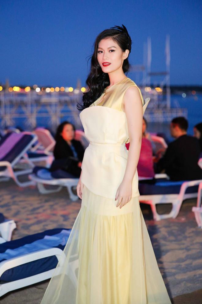 Ngọc Thanh Tâm gây chú ý khi làm MC song ngữ tại LHP phim Cannes 2017 - Ảnh 4.