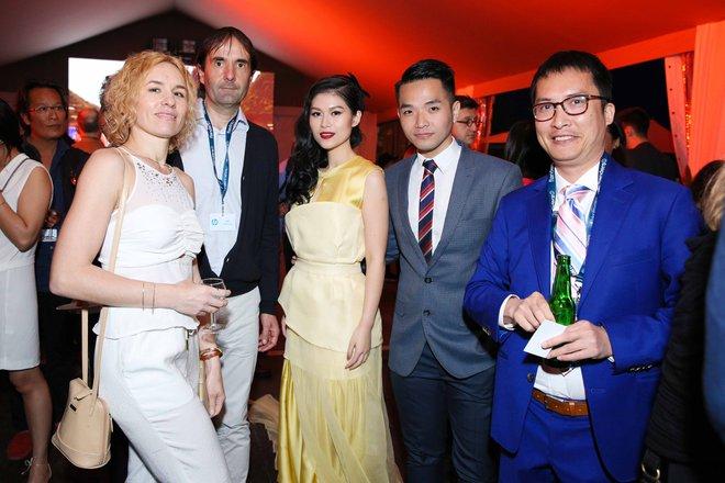 Ngọc Thanh Tâm gây chú ý khi làm MC song ngữ tại LHP phim Cannes 2017 - Ảnh 9.