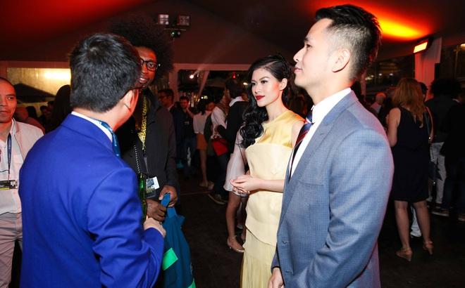 Ngọc Thanh Tâm gây chú ý khi làm MC song ngữ tại LHP phim Cannes 2017