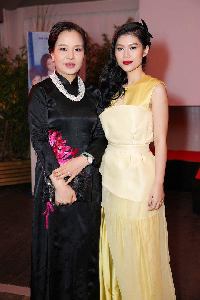 Ngọc Thanh Tâm gây chú ý khi làm MC song ngữ tại LHP phim Cannes 2017 - Ảnh 8.
