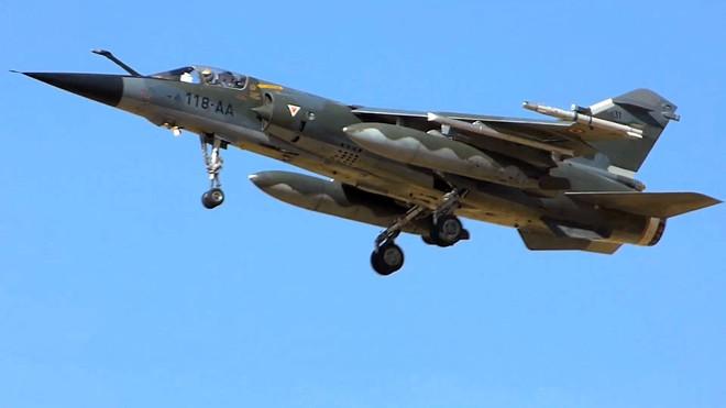 Sắt vụn quân sự giá triệu USD: Mỹ mua hết máy bay Mirage F1 cũ để làm gì? - Ảnh 1.