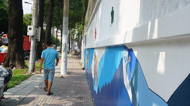 [ẢNH] Người đi đường bất ngờ thấy bức tường, cột điện biến thành tranh sinh động - Ảnh 13.