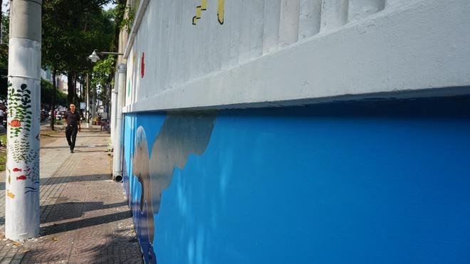 [ẢNH] Người đi đường bất ngờ thấy bức tường, cột điện biến thành tranh sinh động - Ảnh 8.