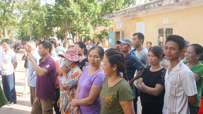 Mẹ tử tù Nguyễn Hải Dương khóc ngất khi nhìn thi thể con lần cuối - Ảnh 4.