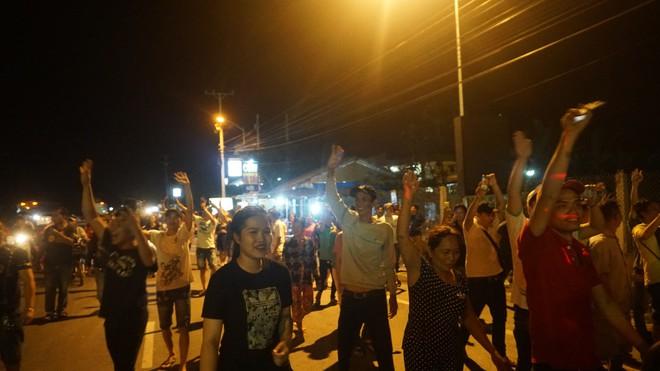 Người dân nấu gà, vịt sau khi Thủ tướng quyết định ngừng thu phí BOT Cai Lậy 1 tháng - Ảnh 6.