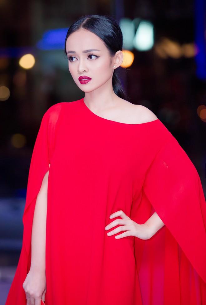 Diện đầm đỏ đi sự kiện, diễn viên Thanh Trúc xinh đẹp nổi bật - Ảnh 1.