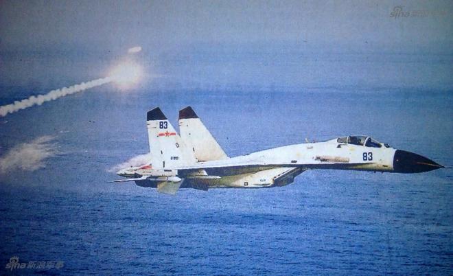 Có gì bất thường trong bức ảnh Trung Quốc dùng để tung hô năng lực phi công hải quân? - Ảnh 1.