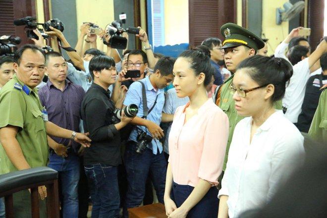 Hoa hậu Phương Nga, Thùy Dung được tại ngoại, dừng xét xử để điều tra bổ sung - Ảnh 2.