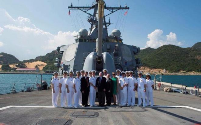 Tàu khu trục của Hoa Kỳ dừng tại Cam Ranh