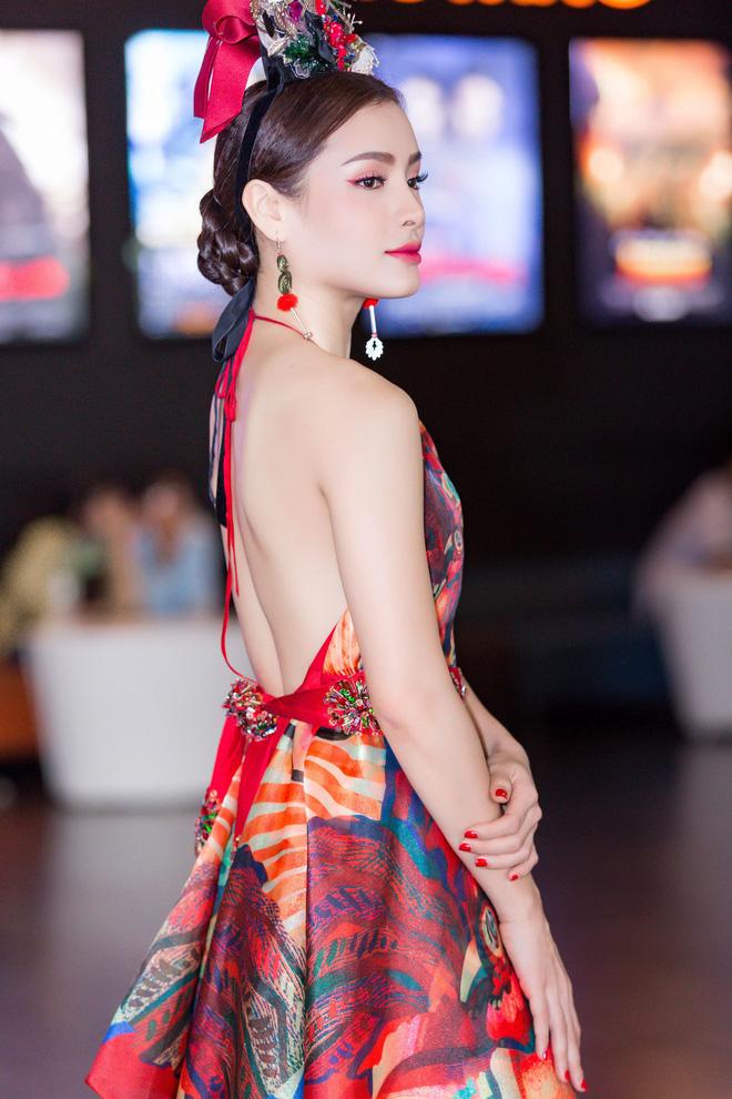Phương Trinh Jolie lưng trần nóng bỏng, chi tiền khủng tặng quà fan - Ảnh 6.