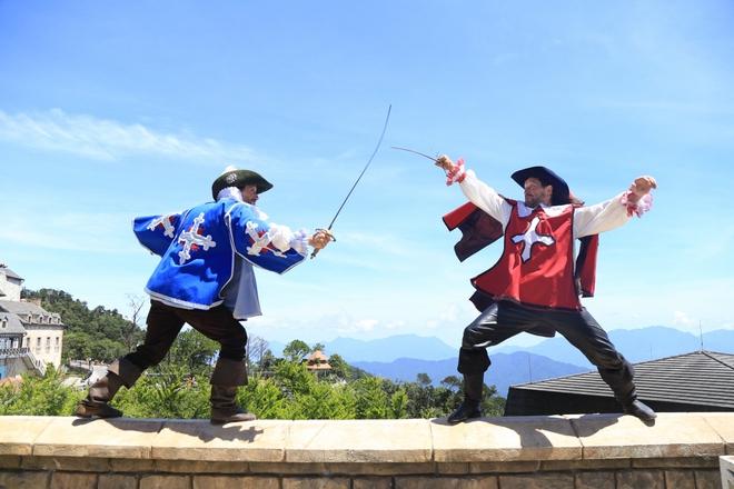 Đến Sun World Ba Na Hills chiêm ngưỡng ngự lâm quân Anh đấu kiếm - Ảnh 3.
