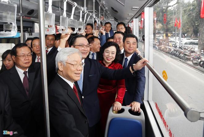 TIN TỐT LÀNH MÙNG 1 TẾT: 900 du khách xông đất Đà Nẵng, Tổng Bí thư bách bộ quanh Hồ Gươm - Ảnh 2.