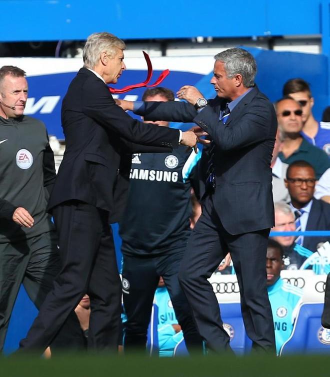 Người Arsenal tranh thủ cùng Mourinho đâm sau lưng Wenger - Ảnh 1.
