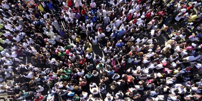 Kỹ năng thoát hiểm: Tránh bị chết oan uổng giữa đám đông đang hỗn loạn - Ảnh 1.