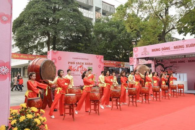 TS Nguyễn Mạnh Hùng: Người Việt uống 4 tỉ lít bia, 300 triệu lít rượu/năm, nhưng tại sao lại không thể đọc sách 10 phút mỗi ngày? - Ảnh 3.