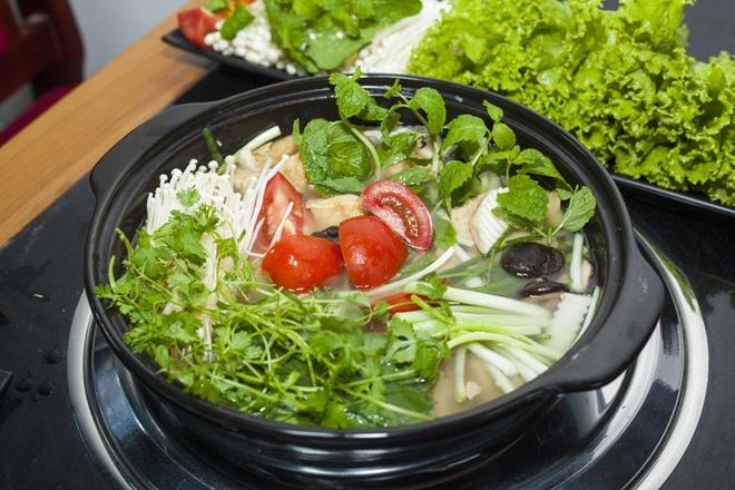 Cách lựa chọn mỗi loại rau phù hợp cho từng loại lẩu - Ảnh 1.
