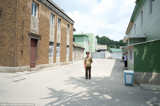 Nhiếp ảnh gia người Đức công bố những bức ảnh đáng ra đã bị xóa bỏ về Triều Tiên - Ảnh 8.