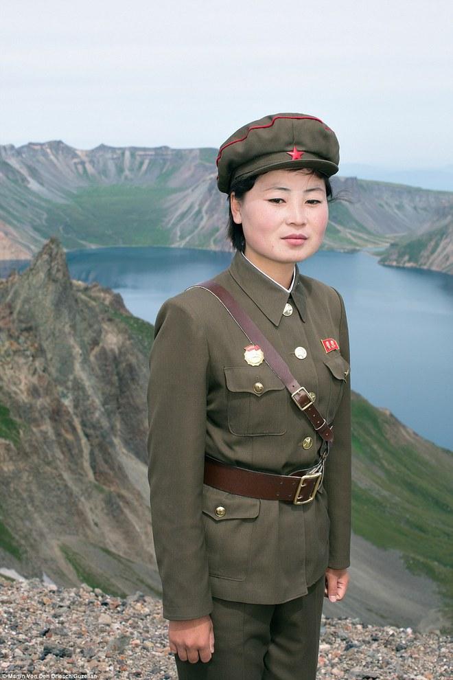 Nhiếp ảnh gia người Đức công bố những bức ảnh đáng ra đã bị xóa bỏ về Triều Tiên - Ảnh 11.