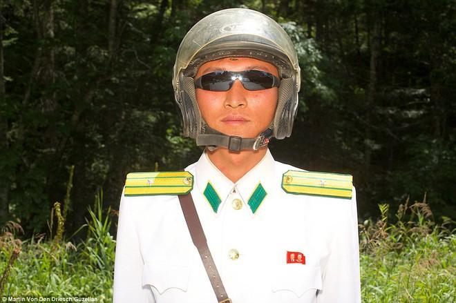 Nhiếp ảnh gia người Đức công bố những bức ảnh đáng ra đã bị xóa bỏ về Triều Tiên - Ảnh 12.