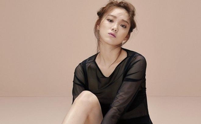'Tiên nữ cử tạ' Lee Sung Kyung - Người đẹp 9X chăm 'cày cuốc' của Kbiz