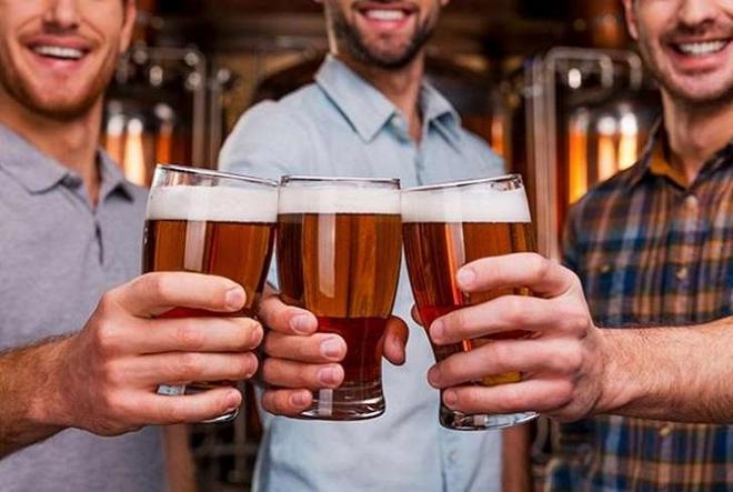 Nhà máy miễn phí bia cho khách mỗi khi có mưa ở London - Ảnh 1.