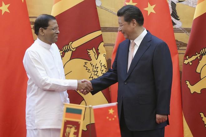 Vay tiền, nhượng bộ nhà thầu TQ, cho thuê đất: Bẫy nợ của Bắc Kinh đang bóp nghẹt Sri Lanka - Ảnh 3.