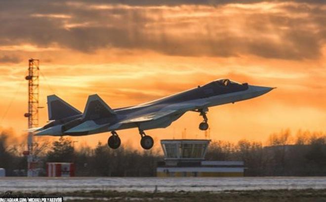 Lộ diện nguyên mẫu mới nhất của siêu tiêm kích Sukhoi T-50