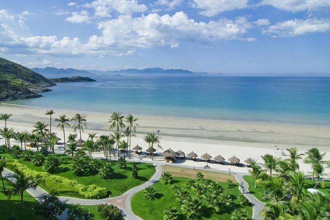 Thị trường bất động sản ven biển Nha Trang hấp dẫn đầu tư - Ảnh 1.