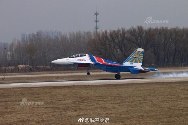 Vì sao phi đội tiêm kích Su-30SM chưa thể hạ cánh xuống Nội Bài? - Ảnh 4.