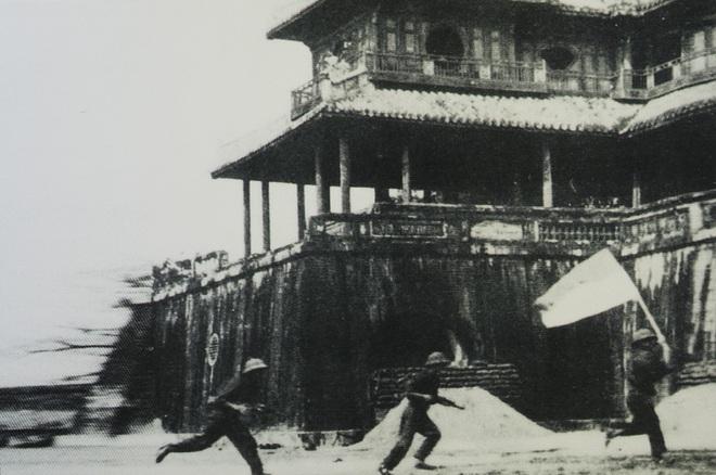 Cuộc truy kích vô tiền khoáng hậu và bãi chiến xa bỏ không bí ẩn ngoài thành Huế - Ảnh 2.