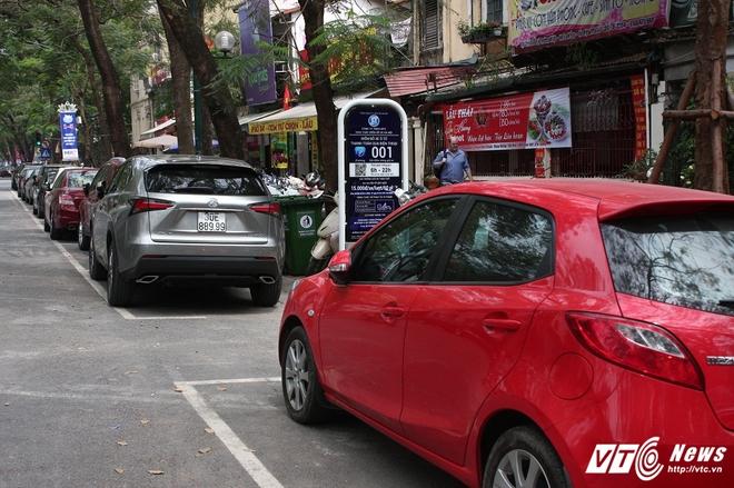 Ảnh: Tài xế sử dụng công nghệ đỗ xe thông minh tại Hà Nội thế nào? - Ảnh 2.