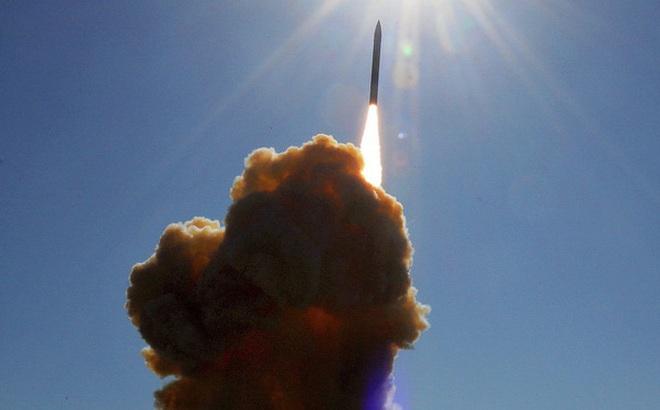 """""""Lạnh gáy"""" trước sức mạnh của siêu tên lửa đáng sợ nhất thế giới"""