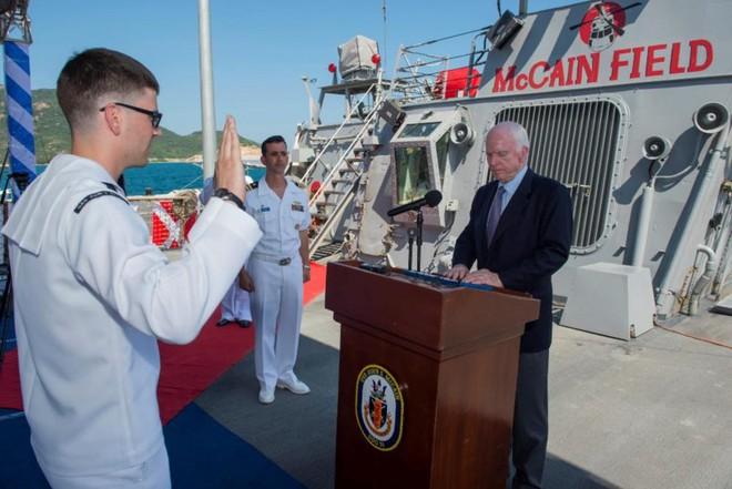 Tàu khu trục của Hoa Kỳ dừng tại Cam Ranh - Ảnh 2.