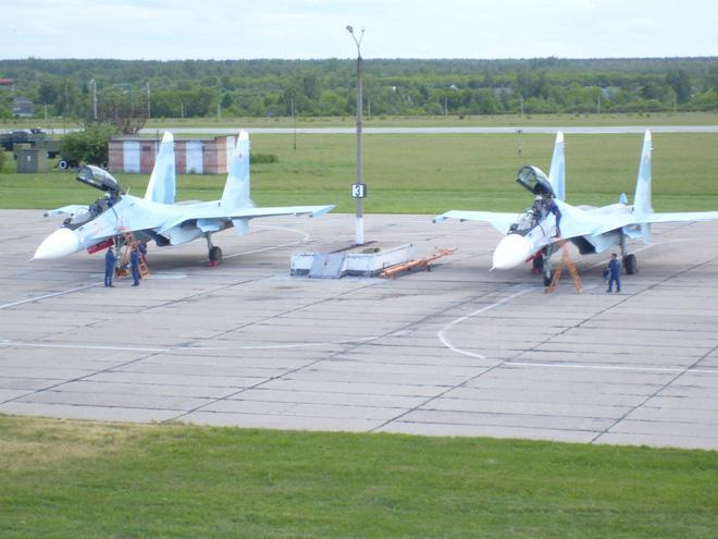 Nga tăng tốc bàn giao tiêm kích Su-30SM mới và điều chuyển lực lượng MiG-29SMT - Ảnh 1.