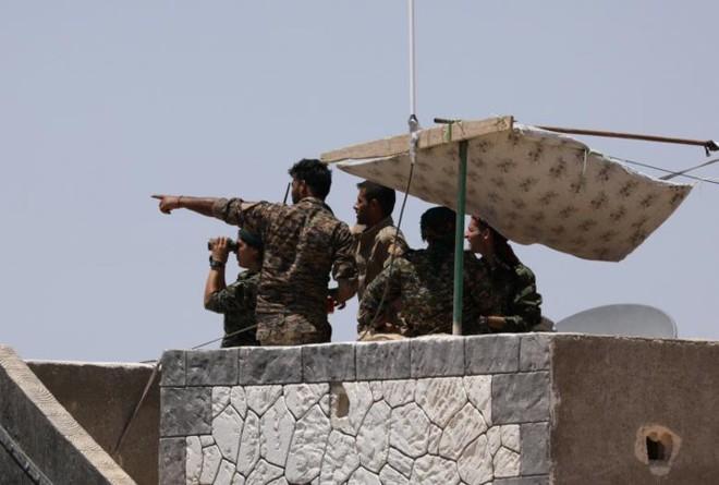 Hình ảnh các lực lượng Syria rầm rộ tiến về thủ phủ IS ở Raqqa - Ảnh 5.