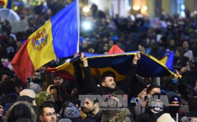 Romania đối mặt bất ổn chính trị, Thủ tướng không từ chức