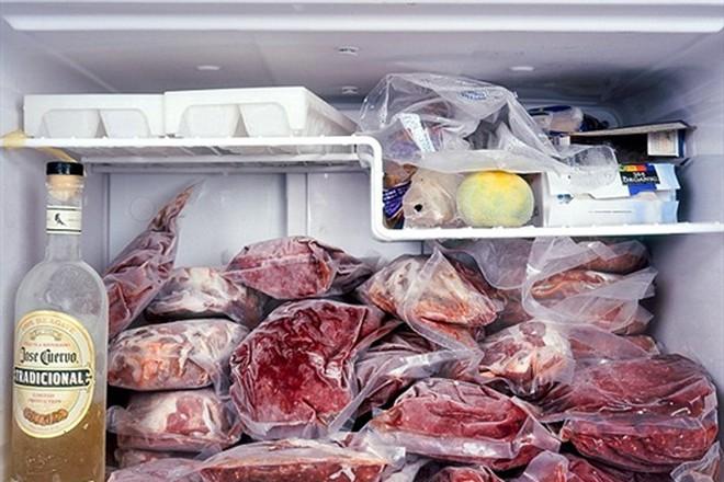 Để trứng, rau, đồ ăn thừa trong tủ lạnh: Nhiều người mắc sai lầm mà không biết - Ảnh 4.