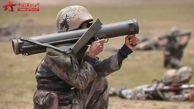 Trung Quốc tập trận bắn đạn thật ở Tây Tạng, lời cảnh báo tới Ấn Độ - Ảnh 1.