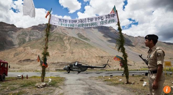 Căng thẳng leo thang với Ấn Độ, vũ khí hạng nặng Trung Quốc xuất hiện ở biên giới? - Ảnh 1.