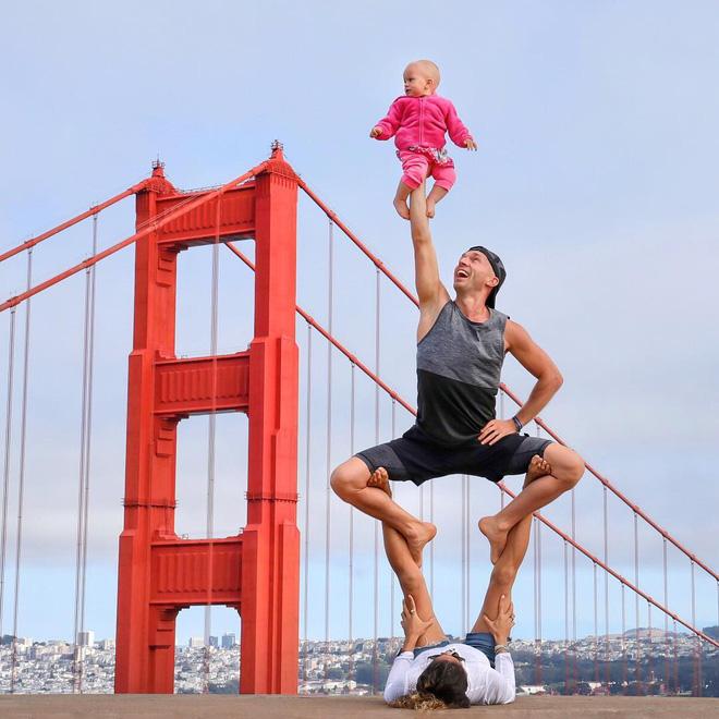 Gia đình Yoga nổi tiếng thế giới: Vì sao họ dành trọn đam mê và tình yêu cho Yoga? - Ảnh 1.
