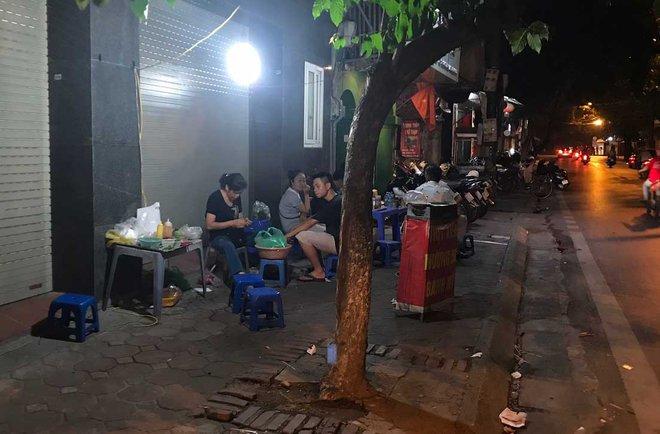 Phố lẩu vỉa hè 200 ngàn/nồi ở Hà Nội âm thầm biến mất - Ảnh 1.