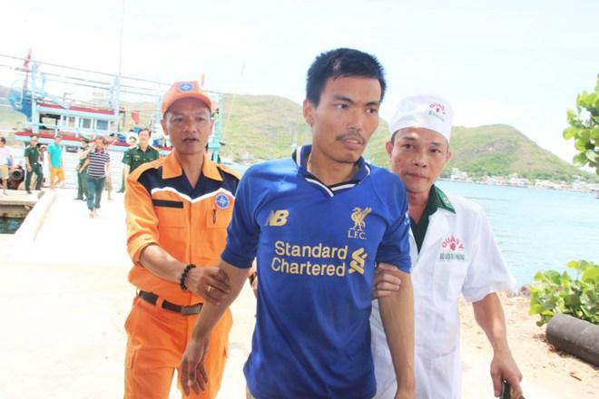 10 thuyền viên bị đắm tàu và nghĩa cử ngư dân Bình Định - Ảnh 2.