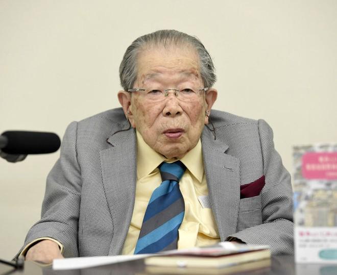 Bất ngờ với bí quyết sống thọ của huyền thoại y học Nhật Bản - Ảnh 1.