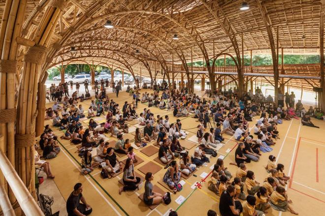 Giải mã ngôi nhà tre độc đáo hình nón lá, chống được động đất ở Thái Lan - Ảnh 4.