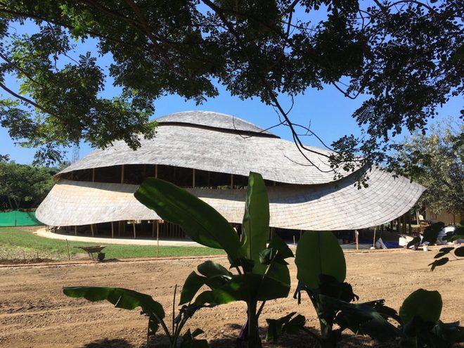 Giải mã ngôi nhà tre độc đáo hình nón lá, chống được động đất ở Thái Lan - Ảnh 5.