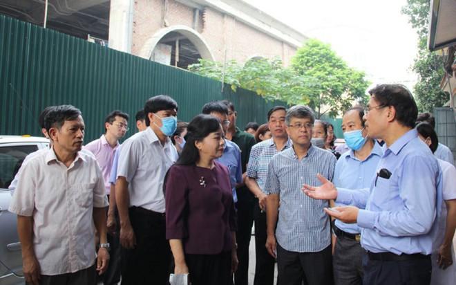 Bộ trưởng Y tế kiểm tra tại ổ dịch sốt xuất huyết Thuỵ Khê - Tây Hồ - Ảnh 1.