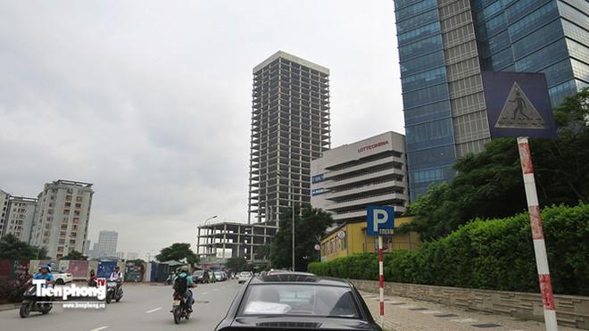 Tháp nghìn tỷ bỏ hoang trên đường vành đai 3 Hà Nội - Ảnh 1.