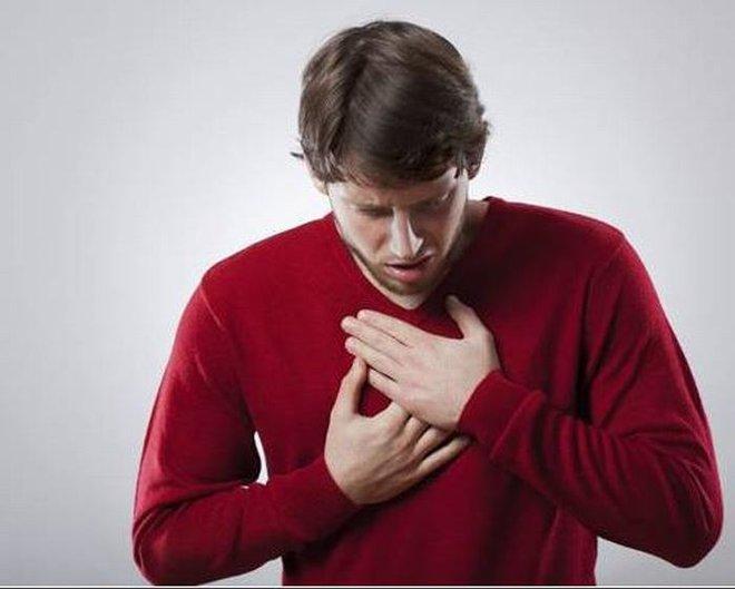 Bệnh mạch vành có thể khiến bạn nhồi máu cơ tim: Những triệu chứng phải để ý ngay kẻo muộn - Ảnh 3.