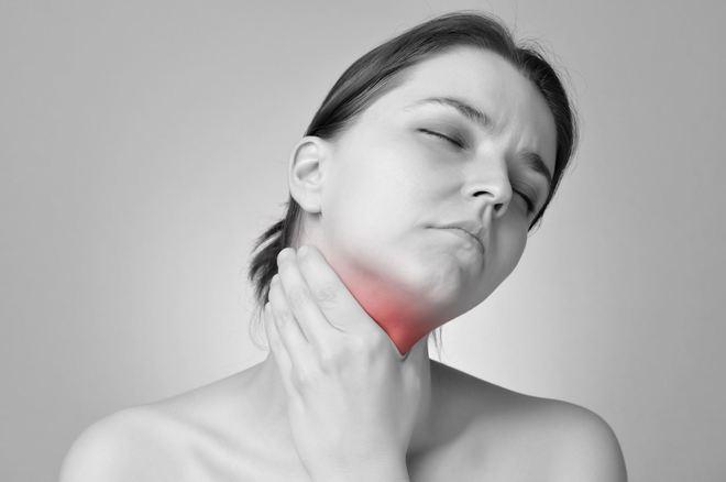 Hướng dẫn cách đơn giản để tự pha những loại nước súc miệng chữa viêm họng, cảm lạnh - Ảnh 1.